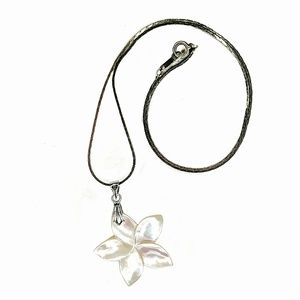 Jewelry - Mother Of Pearl Flower Pendant 18KGP Necklace